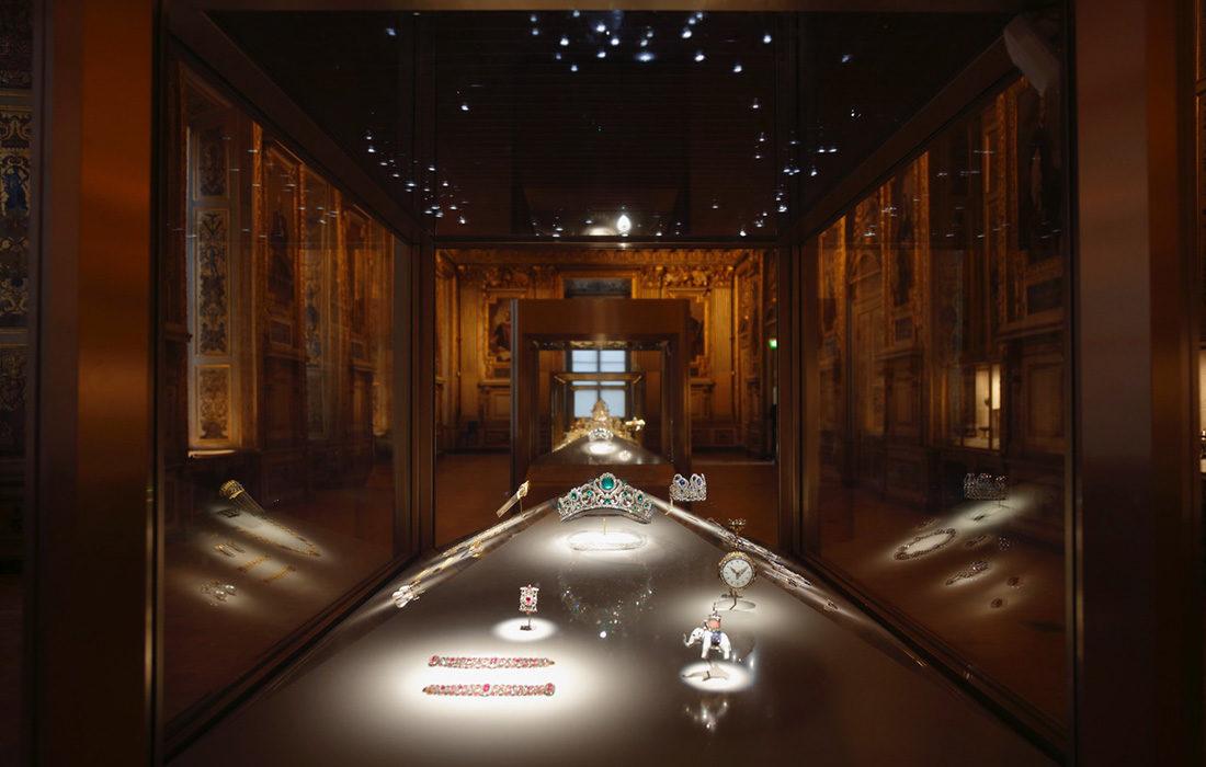Musée du Louvre: la Galerie Apollon à la conquête des trésors du passé