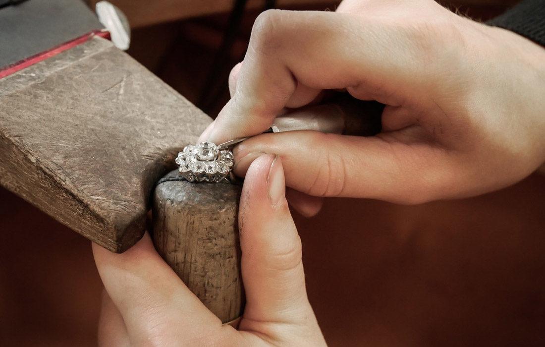 Luneldévoile les coulisses de son atelier de joaillerie